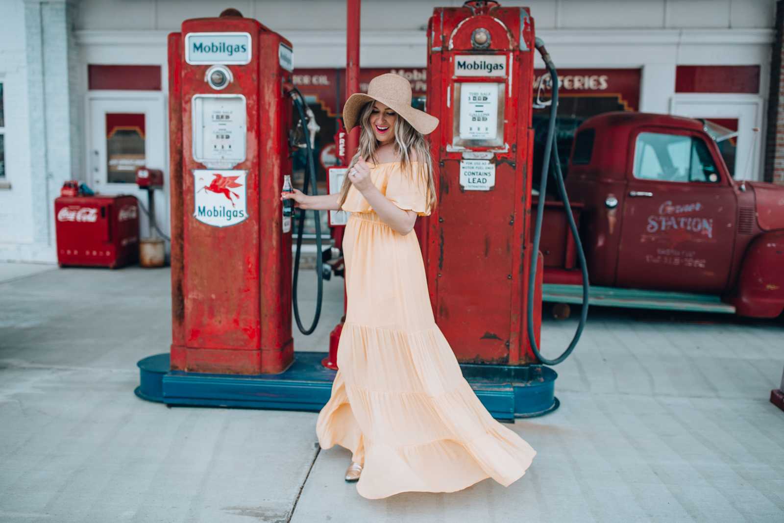 Chicago fashion blogger, Happily Inspired is sharing 10 fun summer travel bucket list items with a baby in tow! Plus, a gorgeous maxi dress!