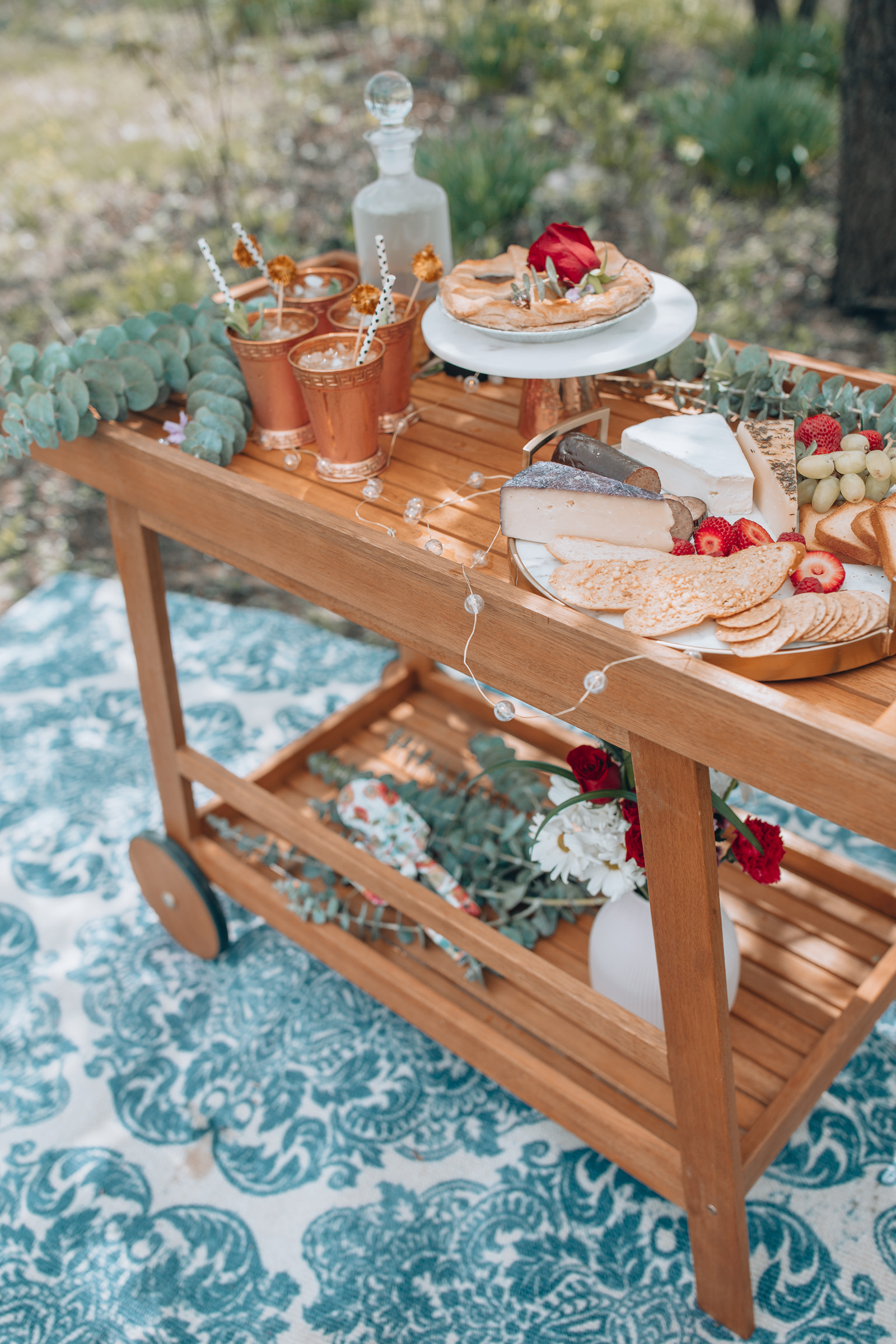 Tips for decorating a Kentucky Derby Style bar cart