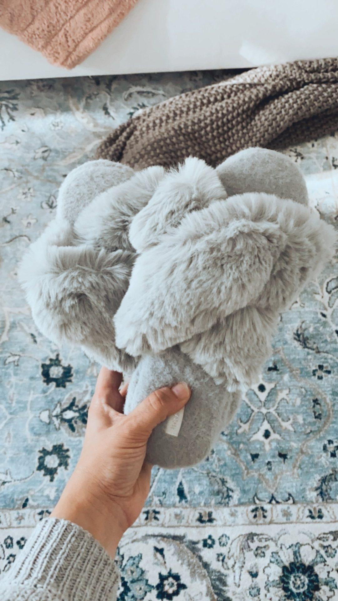 faux fur slippers