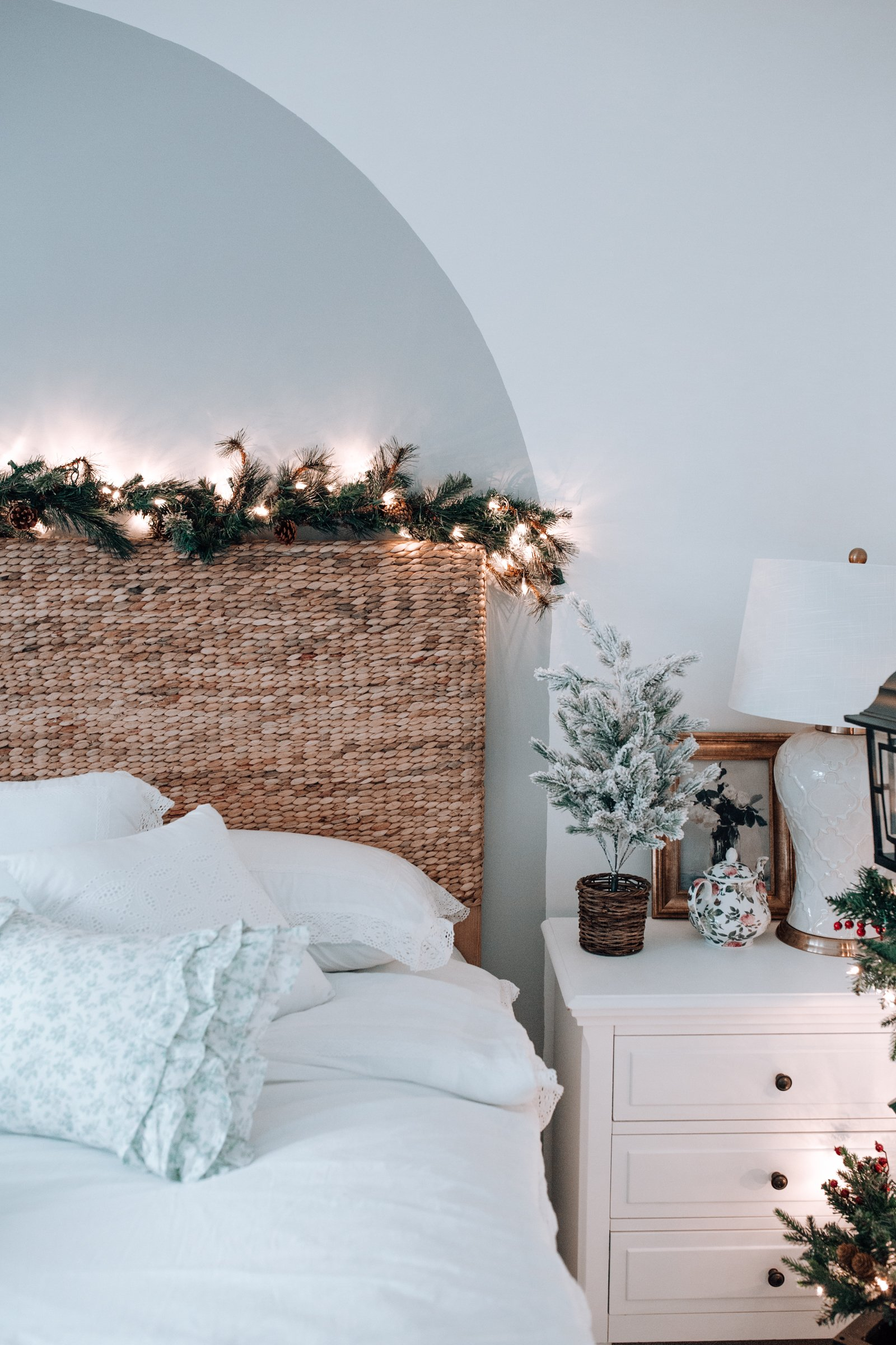 holiday bedroom decor